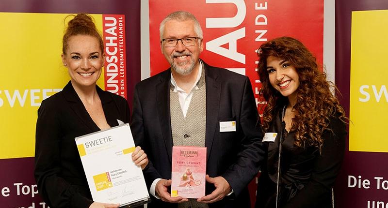 Dr. Andreas Steffen, Claudia Czerják und Bloggerin Jasmin Jefkaj von jasmins goodlife